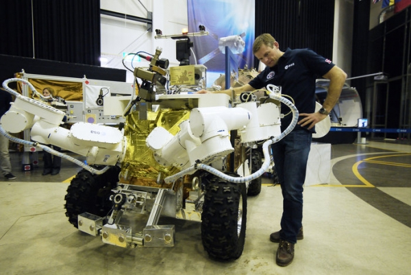 Andreas and Eurobot(Copyright ESA–J. Harrod)